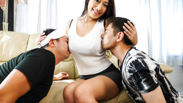 Busty brunette enjoys serious threesome on cam  - Jav HD Videos