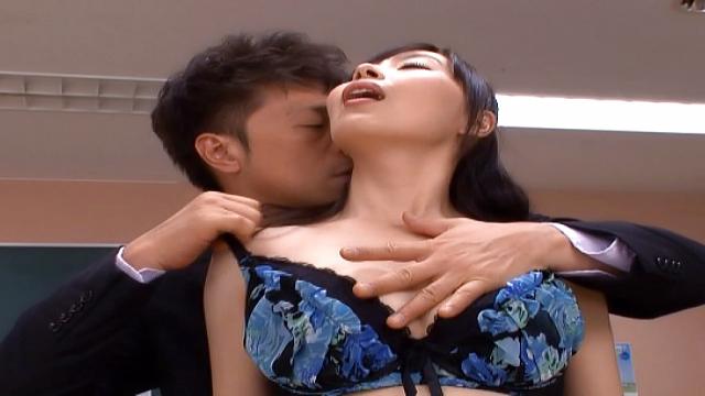 Hot milf enjoys a raunchy fingering - Jav HD Videos