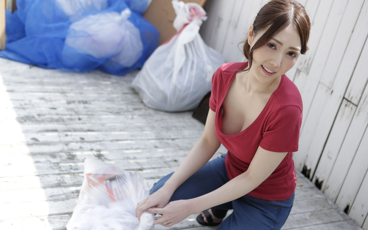 1Pondo 041319_833 Atsushi Furuse HD Uncensored Playful no bra wife of the neighborhood to take out garbage in the morning