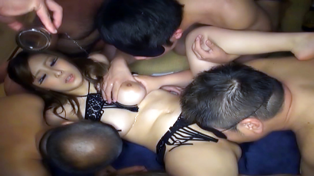 Japan Videos Lovely Orihara Honoka enjoys a gang bang
