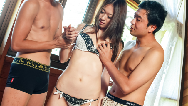 Japan Videos Risa Misaki provides steamy Asian blowjob in threesome